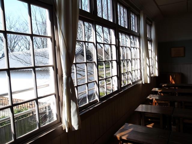 学校の窓の画像